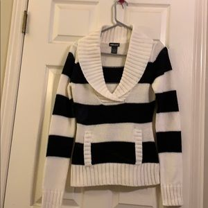 Wet seal sweater vneck size medium